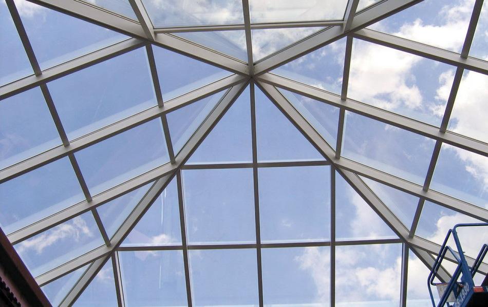 Алюминиевая конструкция пирамидального вида